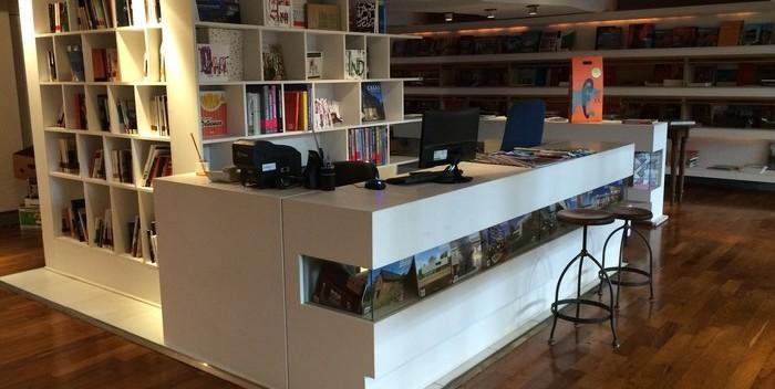 Libreria Cmd El Cmd Ya Tiene Su Librería De Diseño - Moda Y Diseñadores Textil E Indumentaria