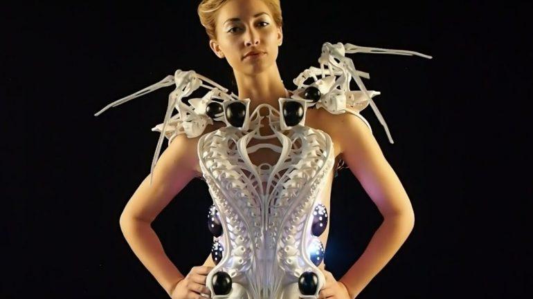 Maxresdefault La Moda Del Futuro Y Los Vestidos Robotizados Que Te Dejarán Alucinando - Moda Y Diseñadores Textil E Indumentaria