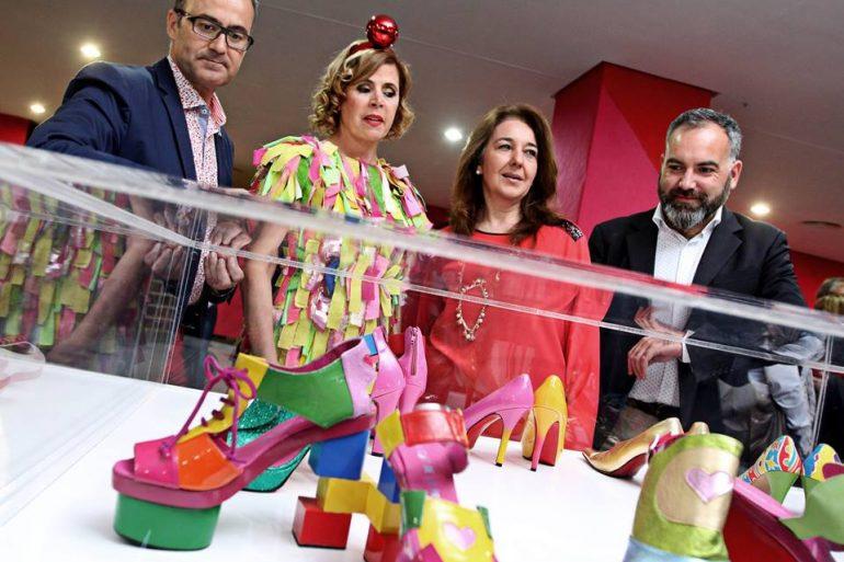 Agatha Ruiz De La Prada Doscientos Zapatos De Ágatha Ruiz De La Prada Llenan De Color El Museo Del Calzado - Zapatos
