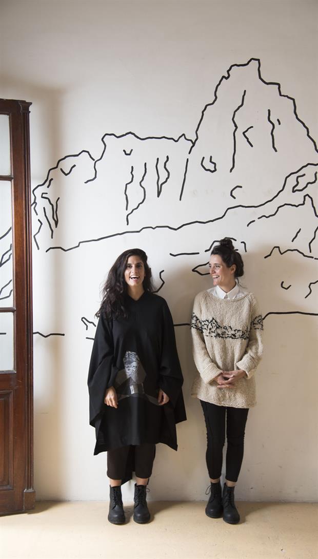 Luz Y Laura Abre Indumento El Poncho En La Moda - Eventos Textil E Indumentaria