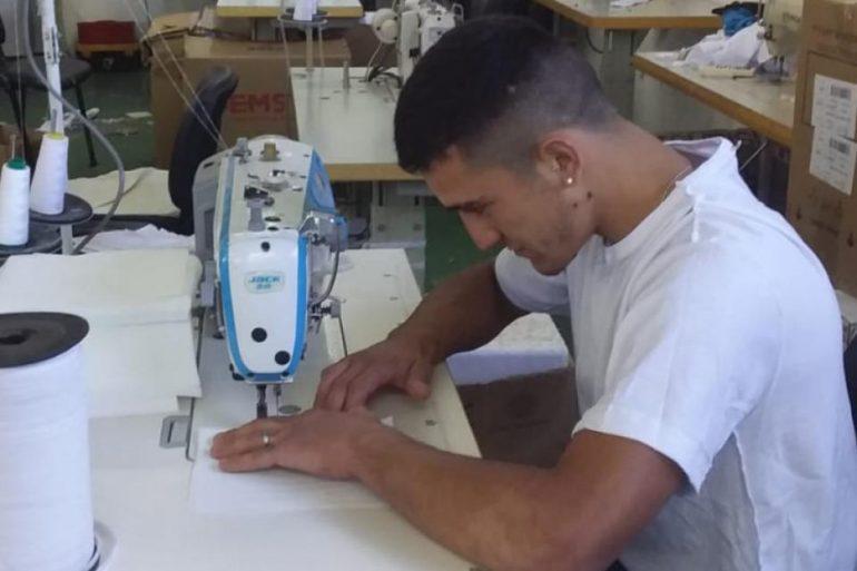 Autogestion La Autogestión Se Arremanga Para Hacer Barbijos - Empresas Textiles