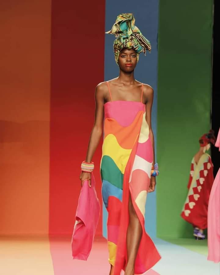 Agatha 2 Colección Con Guiños Autorreferentes - Moda Y Diseñadores Textil E Indumentaria