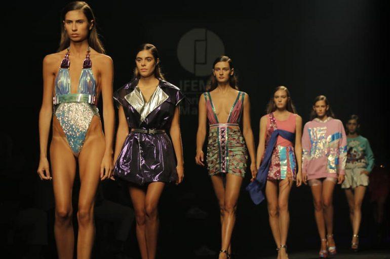 Custo Barcelona 1 Moda Y Tendencias : Brillos Y Efectos Ópticos Son Los Protagonistas