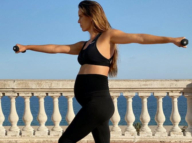 Ona Carbonell Con La Nueva Coleccion Nike M Nike Lanzó Una Nueva Colección Textil Para Embarazadas