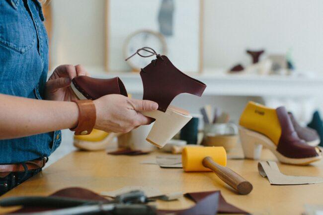 Mercado De Calzado El Mercado Mundial Del Calzado Se Estima En Usd $ 530,3 Mil Millones En 2027 - Empresas Calzado, Cuero