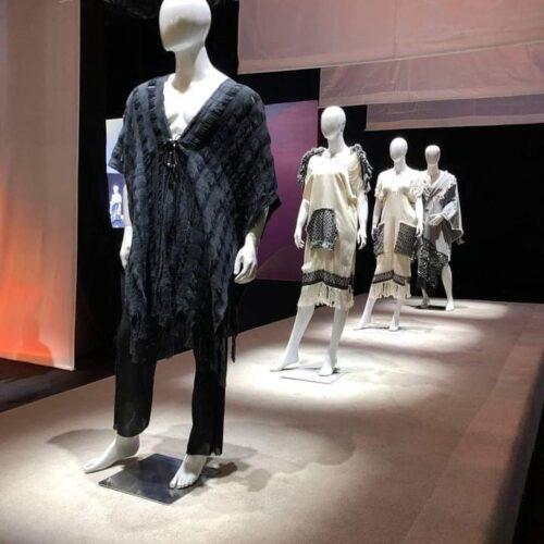 Una Forma Vanguardista De Presentar La Moda