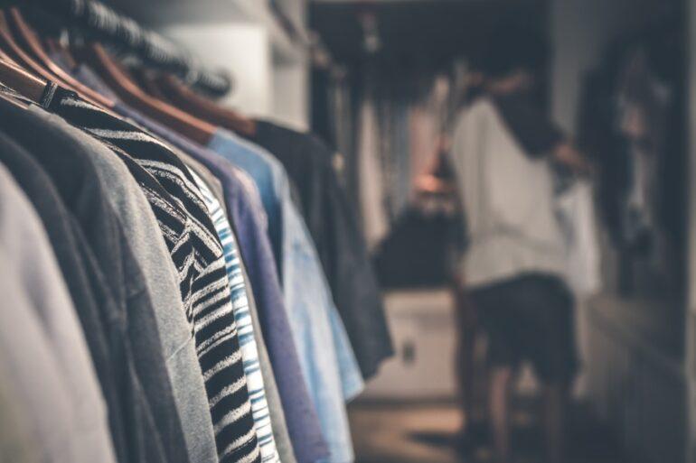 Moda Hombre900 La «Moda Rápida» Contribuye A La Contaminación De Los Ríos Africanos - Moda Sostenible